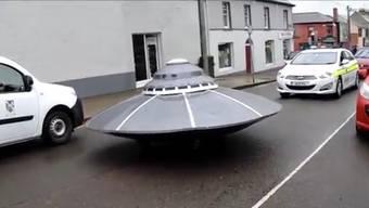Mit Blaulicht verfolgten die Polizisten das Ufo auf Goreys Hauptstrasse.