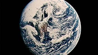 Dreht jetzt etwas schneller: Die Erde, vom Mond aus gesehen.
