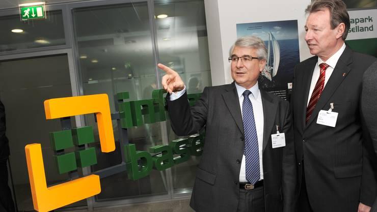 Renaud Spitz, Chef Clariant Schweiz, mit Regierungsrat Peter Zwick. (Foto: Juri Junkow)