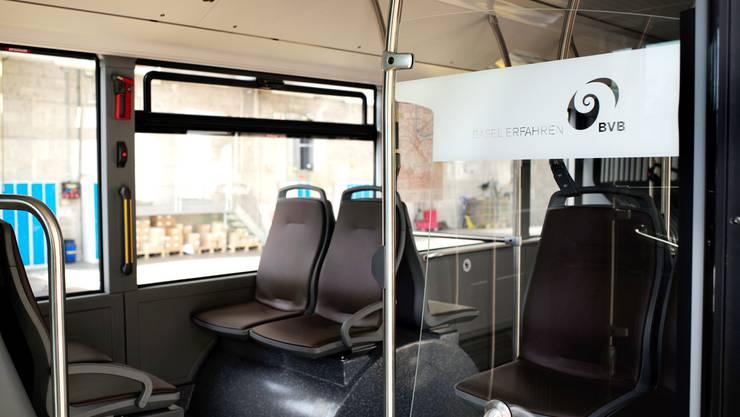 Die Sitze des neuen Busses sind lederbezogen.