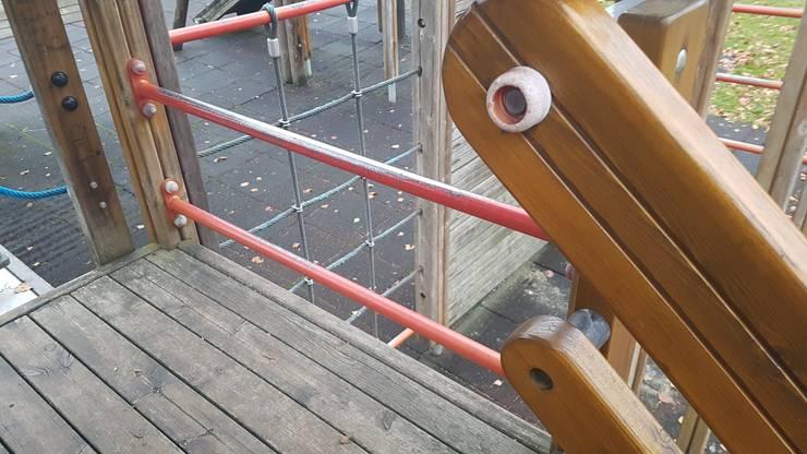 Zu weite Abschrankung (kein Einstiegsfilter bei der Leiter)