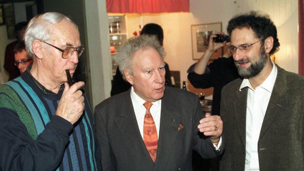 Carl Miville (Mitte) 1997 mit dem damals zurücktretenden SP-Nationalrat Helmut Hubacher und SP-Regierungsrat Raph Lewin.