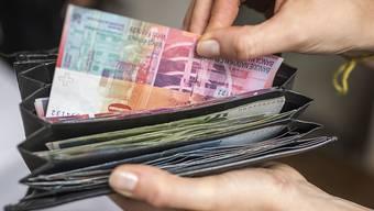 Die Topverdiener-Steuer kann für Reiche ziemlich ins Portemonnaie gehen – und die Juso feiern in Basel einen Erfolg.