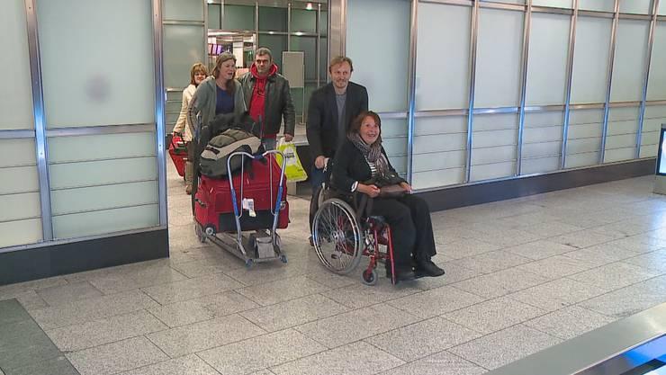 Lorena Rojas und Carole Tobler nach der Landung in Zürich Kloten