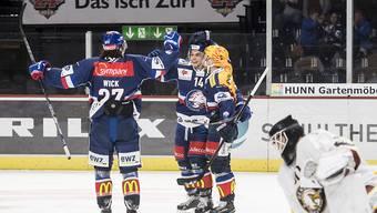 Jubel nach dem ZSC-Siegtreffer in der Verlängerung: Torschütze Chris Baltisberger (m.), Assistgeber Fredrik Pettersson (re.) und Roman Wick, der im ersten Drittel das 1:0 erzielt hatte