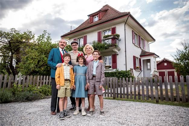 Maxwell Mare (Fritz), Stefan Kurt (Papa Moll), Luna Paiano (Evi), Yven Hess (Willy) und Isabella Schmid (Mama Moll) spielen die Hauptrollen. Regie führt Manuel Flurin Hendry.ZODIAC PICTURES/PASCAL MORA