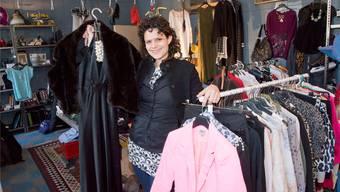 Fabiola Bloch im Laden Zweitleben am Liestaler Zeughausplatz.