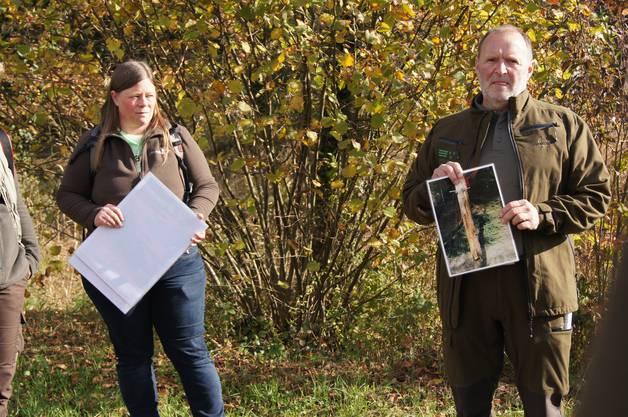 Am Samstag organisierte Pro Natura Aargau gemeinsam mit der Sektion Jagd und Fischerei vom Departement Bau, Verkehr und Umwelt eine Exkursion auf den Spuren eines ehemals weitverbreiteten heimischen Wildtiers, dem Rothirsch;Ursina El Sammra, 38, Pro Natura Aargau und Hans Döbeli, 58, Jagdverwaltung Aargau