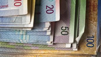 Mitglieder des Regierungsrats erhalten weiterhin eine Jahrespauschale von 15'000 Franken. (Symbolbild)