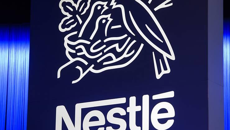 Der Nahrungsmittelkonzern Nestlé will künftig über die Blockchain die Rückverfolgbarkeit seiner Produkte verbessern.(Archivbild)