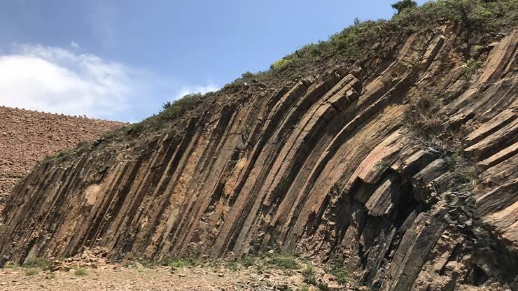 Zwischenhalt bei eindrücklichen Felsformationen
