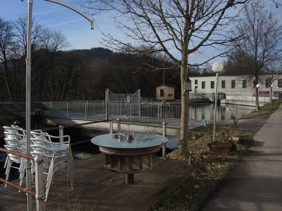 Ein lauschiges Plätzchen direkt am Kanal des Stroppelareals.