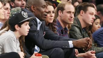 Die Royals mit Ex-Basketballspieler Dikembe Mutombo (r., Archiv)