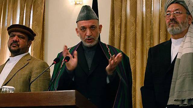 Streckt den Taliban die Hand aus: Hamid Karzai vor den Medien in Kabul