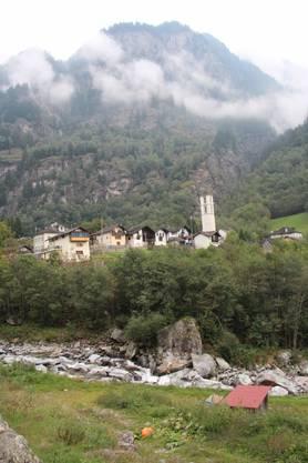 Einfach ein Bergdorf dieses Cauco  in der schönen Schweiz