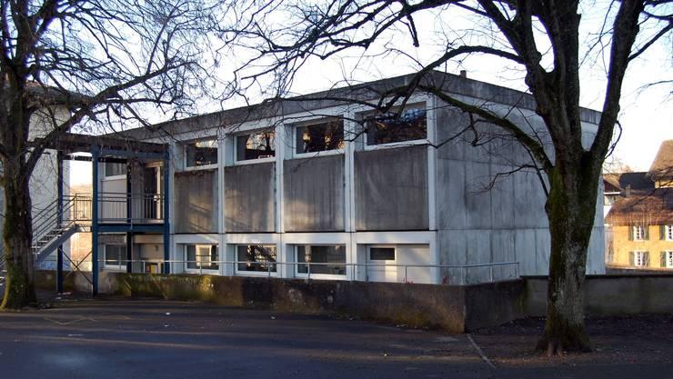 Auch der «Pilatus-Pavillon», das Schulbau-Provisorium von 1973, muss dem Schulhausneubau weichen. HH.