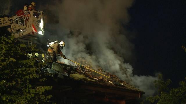 Löscharbeiten in Aarau: 70 Feuerwehrleute waren im Einsatz.