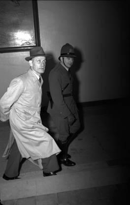 Josef Böswald wird im Basler Bürgerhaus vom Divisionsgericht der Prozess wegen Landesverrats gemacht.