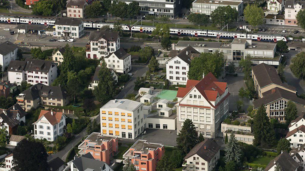 """Hier lebt es sich laut """"Weltwoche"""" weiterhin am besten: die Gemeinde Rüschlikon am linken Ufer des Zürichsees mit 5600 Einwohnern. (Archivbild)"""