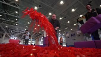 Legosteine-Segen in der Messhalle.