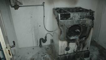 Der Brand dieser Waschmaschine verursachte Sachschaden von mehreren Tausend Franken.