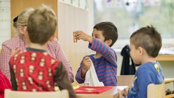 Mit dem vollendeten vierten Lebensjahr werden Kinder in den obligatorischen Kindergarten eingeschult – laut Volksschulgesetz. Doch mehr als jedes zehnte Kind im Kanton Solothurn kommt ein Jahr später in den Chindsgi.