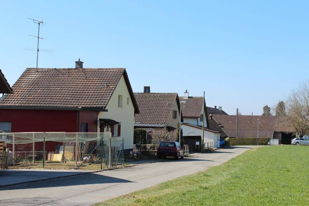 Die Frau wohnt am Rande der Gemeinde Müllheim