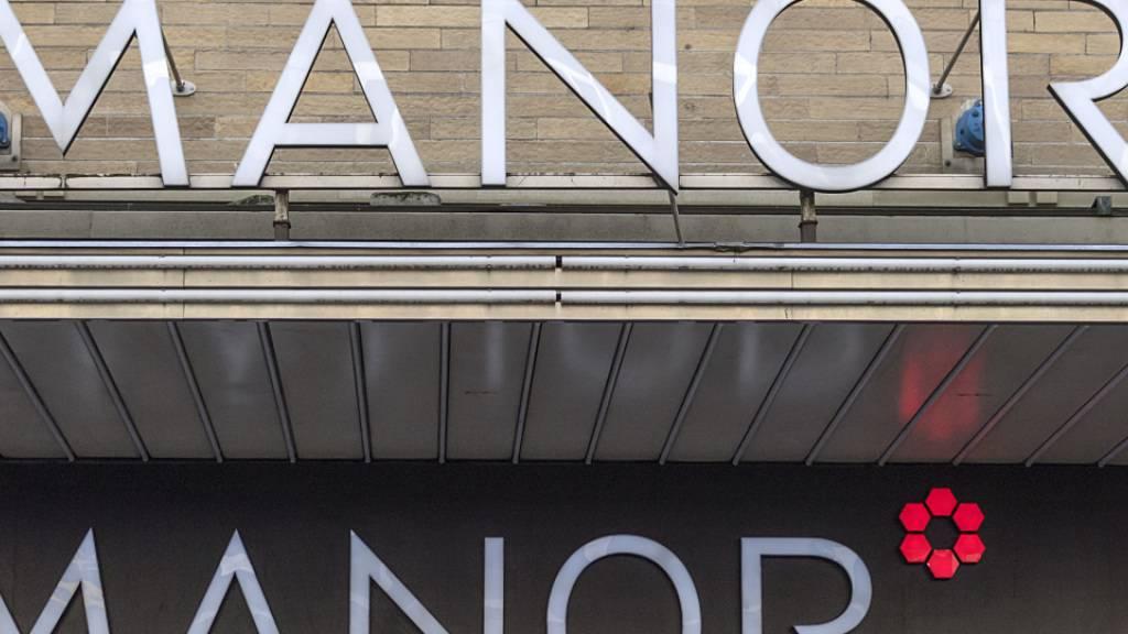 Die Warenhauskette Manor spannt in der Westschweiz mit dem Schweizer Ableger der französischen Handelsgruppe Fnac Darty zusammen. (Archivbild)