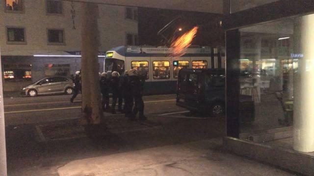 Ausschreitungen bei Europa-League-Spiel: Fünf Personen festgenommen, ein verletzter Polizist