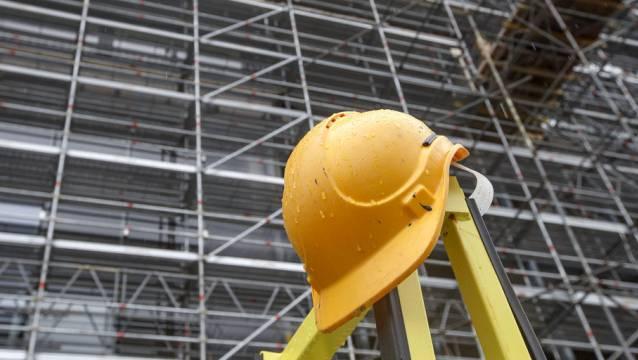 Beim Sturz von einer Leiter erlitt ein Arbeiter in Dietikon schwere Kopfverletzungen. (Archivbild)