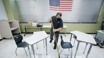 Einzeltische gibts an den amerikanischen Schulen schon lange. Corona bringt sie nun an die Mittelschulen beider Basel.