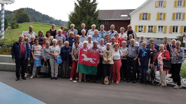 Ein fröhliche Runde: Die Oekinger Seniorinnen und Senioren auf der diesjährigen Reise.