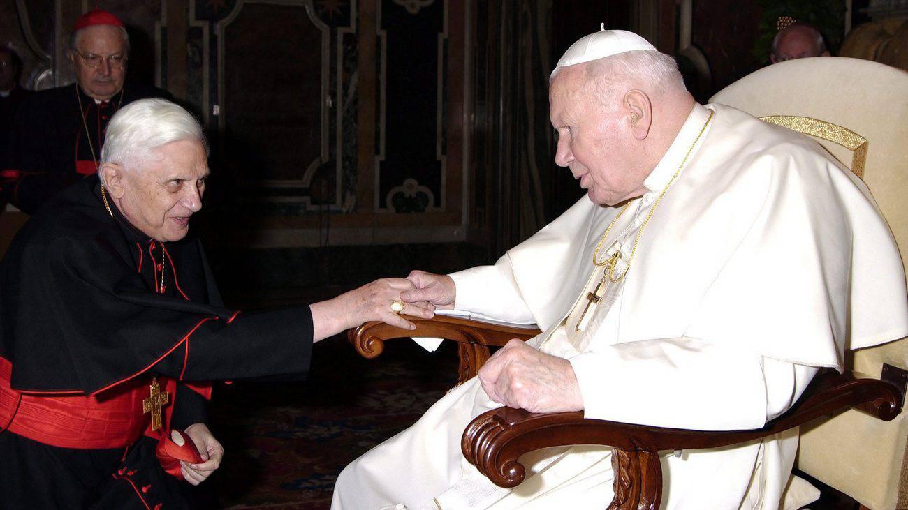 Kardinal Joseph Ratzinger und Papst Johannes Paul II