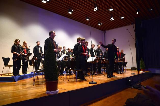 Applaus für die Klarinettensolisten - sie wagten sich an Solis aus klassischen Werken, die normalerweise von Oboen, Flöten oder Geigen gespielt werden