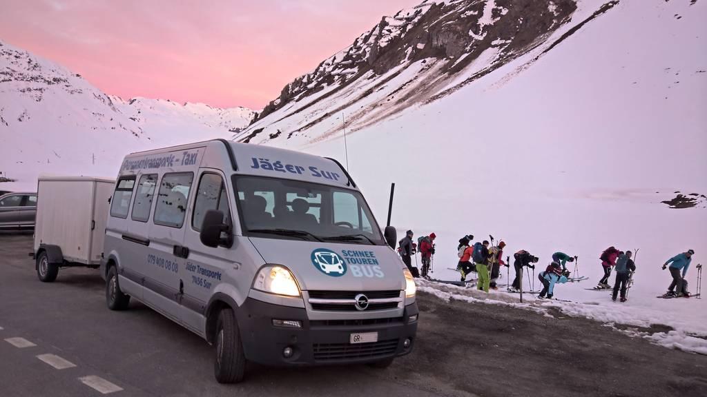 Skibusse für Skitouren-Gäste sollen Parkplätze entlasten
