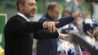 Klotens Trainer Andre Rötheli und im Hintergrund Assistenzcoach Waltteri Immonen geben Anweisungen