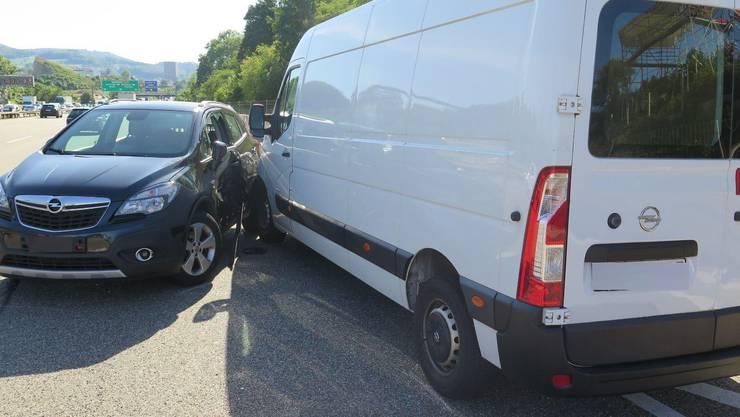 Wegen eines medizinischen Problems eines Lieferwagenlenkers ist es zu einer Kollision mit einem Auto gekommen.