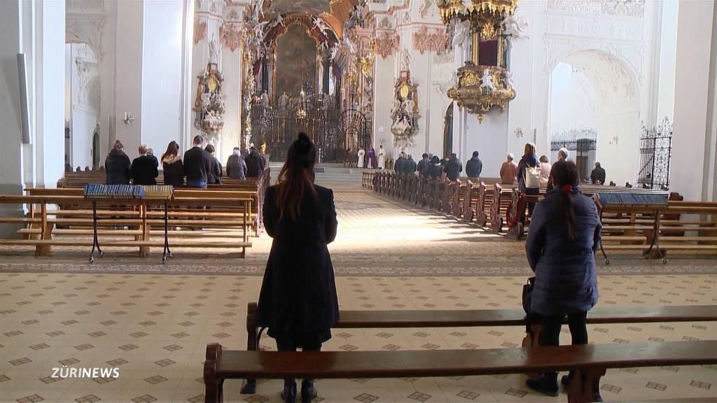 Gläubige bleiben der Kirche wegen dem Coronavirus fern