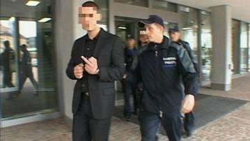 Frustriert: Einer der Kastrati-Brüder zeigt Medienschaffenden nach der Urteilsverkündung den Stinkefinger. Tele M1