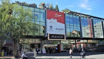 Ein riesiges Schaufenster zur Stadt: der Manor heute, wie er sich seit dem Umbau 2005 präsentiert.