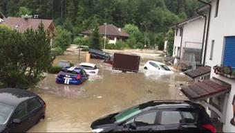 Überschwemmung in Zofingen: Viele Autos erleiden einen Totalschaden.