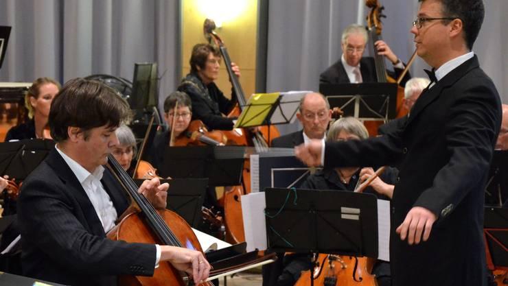 Solist Nebojša Bogarski und Dirigent Lukas Merkelbach bei der Arbeit