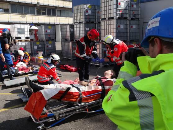 Die Erstversorgung der Verletzten durch die  Sanität