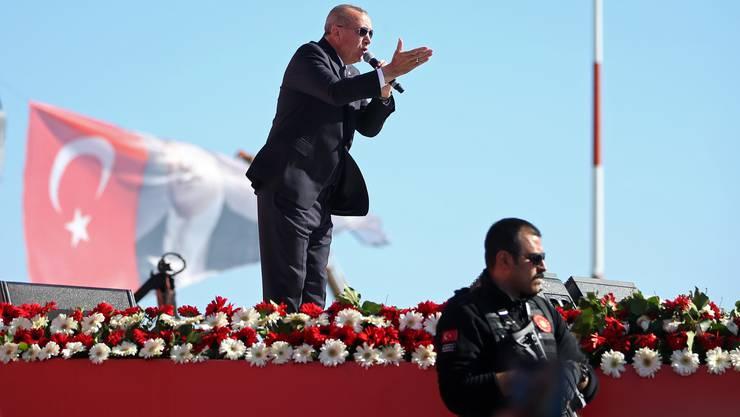 """""""Terrorverdächtig"""" sind aus Sicht der Regierung Menschen, denen sie Verbindungen zu der Bewegung des islamischen Predigers Fethullah Gülen vorwirft."""