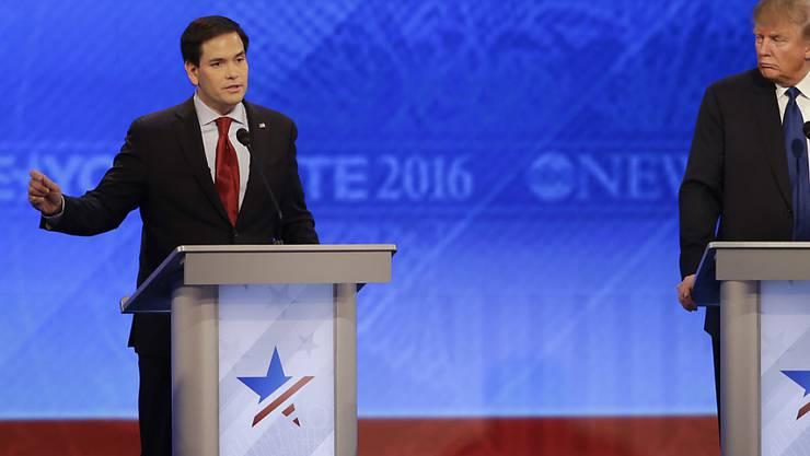Marco Rubio (links) und Donald Trump wurden bei der jüngsten TV-Debatte der US-Republikaner von ihren Mitbewerbern in die Zange genommen.