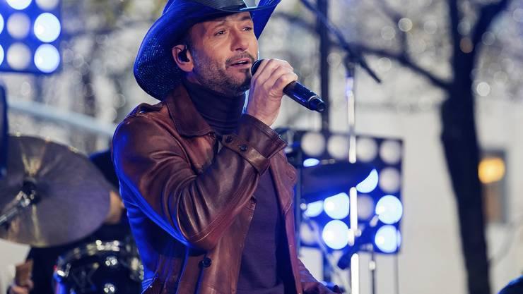 Tim McGraw, hier an einem Konzert im November 2017, ist im März während einer Performance in Irland zusammengebrochen. Er war zu viel gereist und völlig dehydriert. Seine Frau sagte darauf den restlichen Auftritt ab. (Archiv)