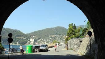 Mit dem Velo durch den Bahntunnel nach Bonassola