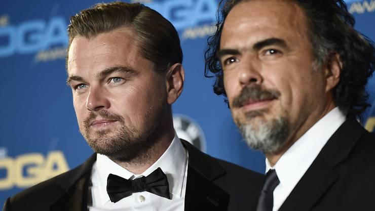 """Alejandro Gonzalez Iñarritu und sein Hauptdarsteller Leonardo DiCaprio am Samstag bei den Directors Guild of America Awards. Letztes Jahr gewann der Regisseur diesen Preis für """"Birdman"""", dieses Jahr für """"The Revenant""""."""