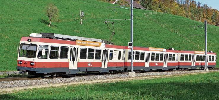 Ein dreiteiliger Pendelzug der Waldenburgerbahn im «Chesloch» zwischen Hölstein und Niederdorf. Noch bis zum 6. April wird dieses Rollmaterial auf der WB verkehren.