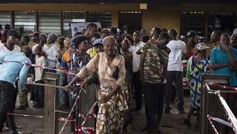 Wählerinnen und Wähler brauchten in Kinshasa viel Geduld, um ihre Stimme abzugeben.